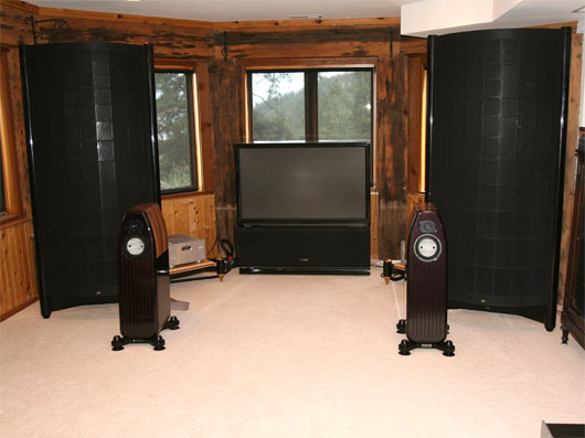 Listening room #2 - Sound Lab U1 behind Kharma Mini Exquisite speakers