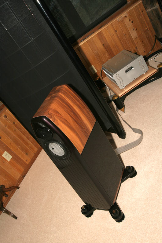 Listening room #2 - EDGE Electronics Signature One amplifiers driving Kharma Mini Exquisite speakers