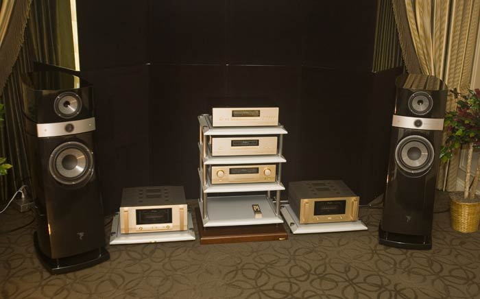 CES 2012 - Accuphase