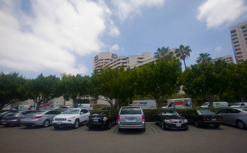 IMG_4419-trucks-lined-up-at-hotel-irvine